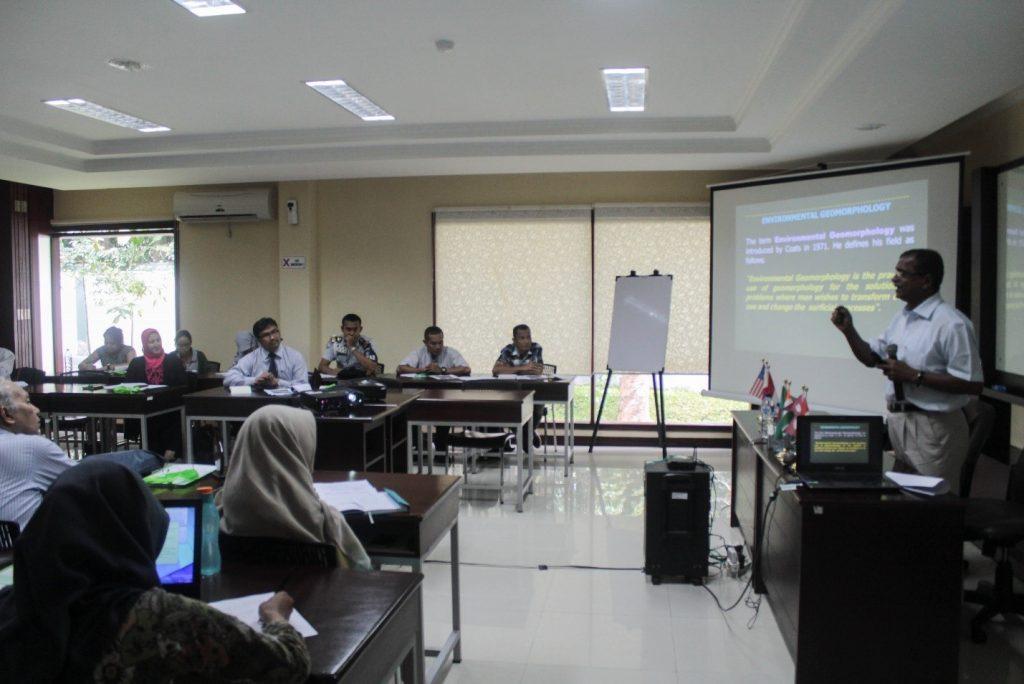 pemaparan-dari-pembicara-dan-diskusi-saat-workshop